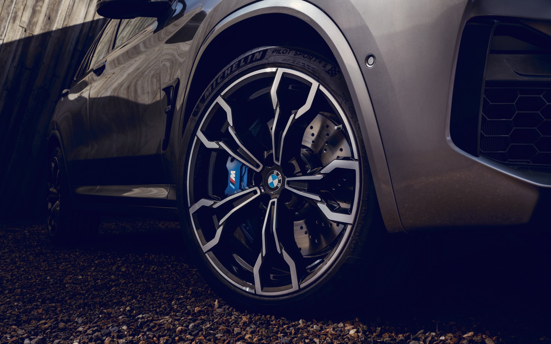 _content_dam_bmw_marketBMW_M_common_topics_magazine-article-pool_2019_bmw-m-wallpaper_bmw-x3-m-gallery-03-mi.jpg